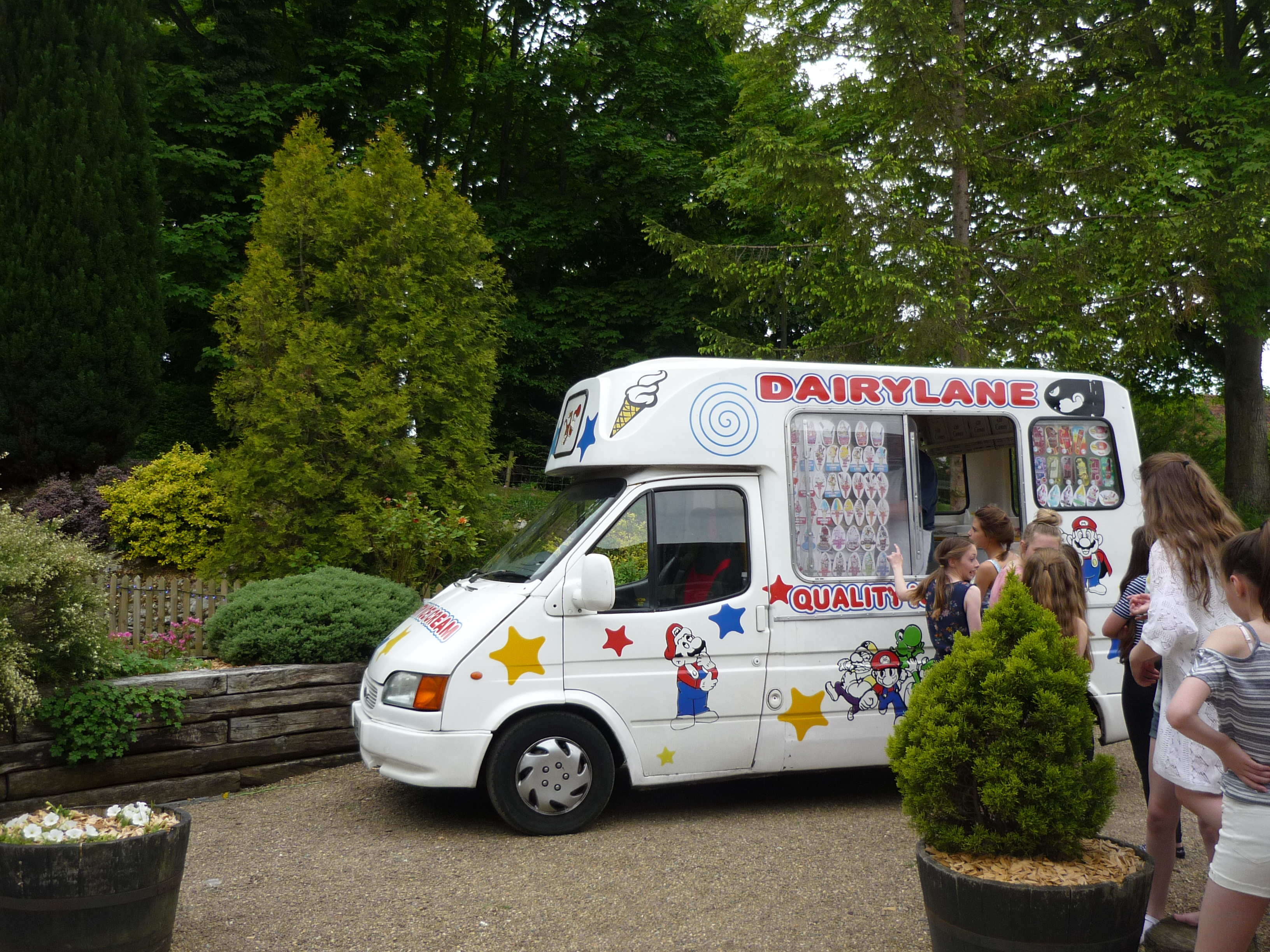 Surprise your guests with the ice cream van!
